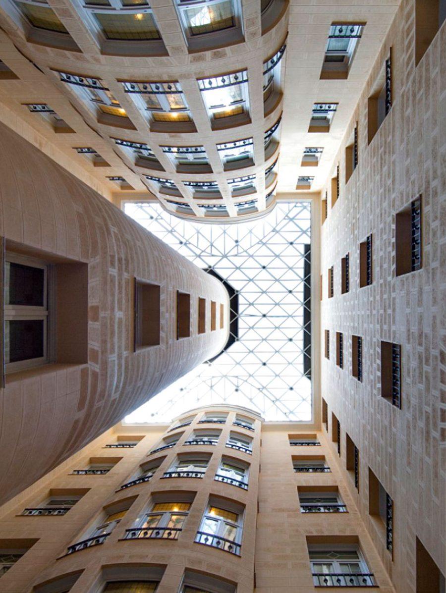 arquitectura_corporativa_diseno_interiores_edificio_oficinas_zona_espera_vista_vertical