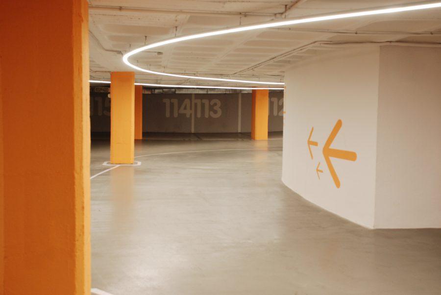 diseno_parking_arquitectura_corporativa_iluminacion_led_accesos