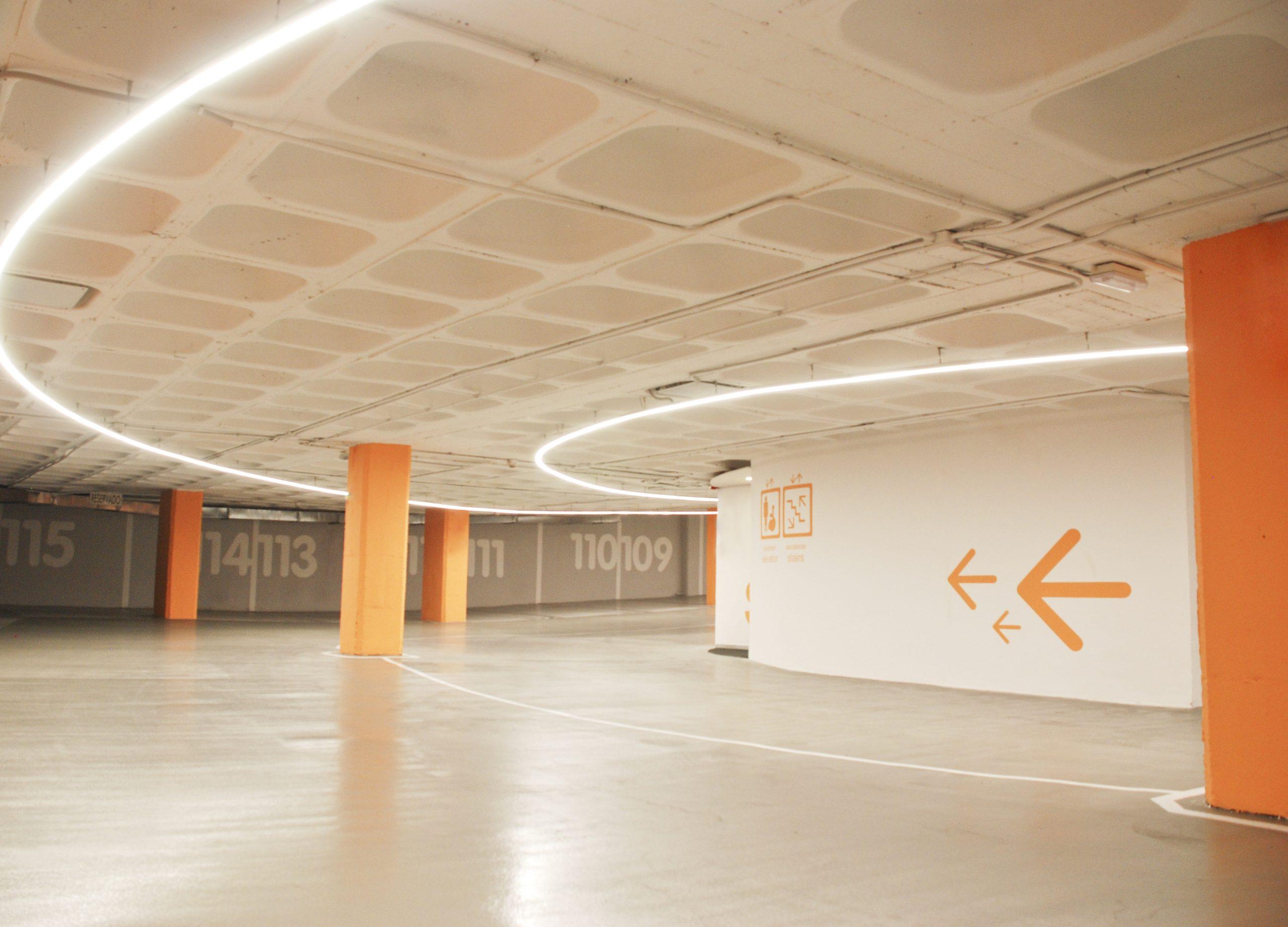 diseno_parking_arquitectura_corporativa_iluminacion_led_rampa_noviembre_estudio