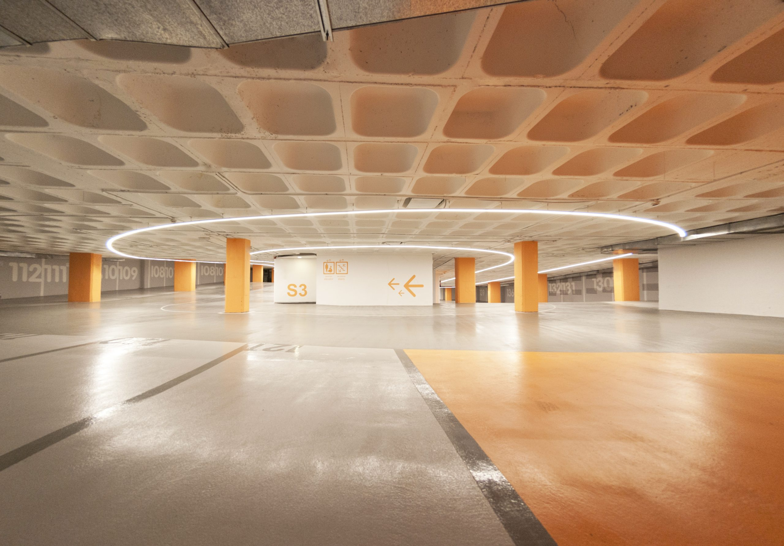 diseno_parking_arquitectura_corporativa_iluminacion_led_señaletica_noviembre_estudio